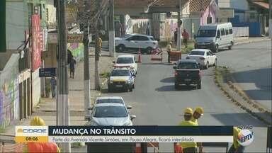 Parte da avenida Vicente Simões, em Pouso Alegre, é interditada para obras - Parte da avenida Vicente Simões, em Pouso Alegre, é interditada para obras