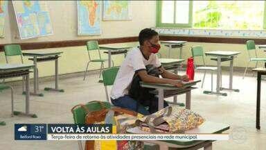 Movimento é pequeno no primeiro dia de volta às aulas no município do Rio - Oito meses depois, escolas do município do Rio voltam a abrir para algumas turmas. Mas poucos alunos apareceram.