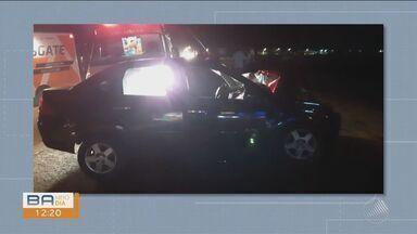 Homem morre em acidente de trânsito no Anel Rodoviário de Vitória da Conquista - Um carro de passeio invadiu a contramão e foi atingido por um ônibus.