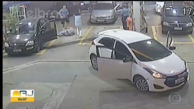 Câmeras de segurança mostram motorista de aplicativo sendo baleado em Niterói - A suspeita é que o crime tenha sido cometido por um PM, que teria xingado a mulher do motorista.