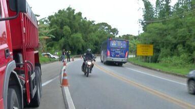 Motociclista morre em acidente na Mogi-Salesópolis - Jovem não resistiu aos ferimentos depois de bater de frente com um caminhão.