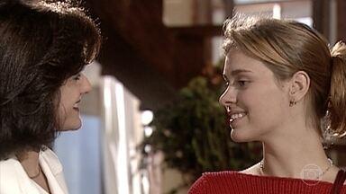 Alma convida Camila para ir ao shopping fazer compras para Edu - Ela pergunta por Helena e manda um beijo para a ex do sobrinho