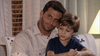 Cassiano finge para Samuca que Alberto e ele são amigos - Ester avisa que vai dormir no quarto dos filhos todos os dias e Samuca estranha