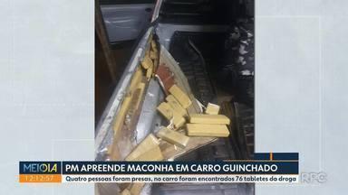 Polícia Militar encontra maconha dentro de carro que foi guinchado - Quatro pessoas foram presas. No carro foram encontrados 76 tabletes da droga.
