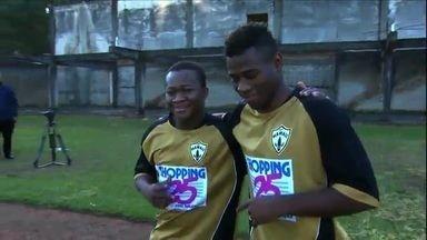 TBT do GE: relembre a história dos garotos africanos que tentam a sorte no futebol brasileiro - TBT do GE: relembre a história dos garotos africanos que tentam a sorte no futebol brasileiro