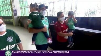 Família fanática faz tour pelo estádio do Palmeiras - Família fanática faz tour pelo estádio do Palmeiras