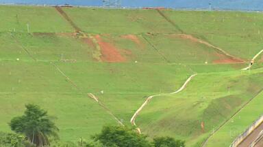 Moradores de Barão de Cocais (MG) vão ter que deixar casas por causa de barragem - Barragem de rejeitos da Vale foi interditada pela Agência Nacional de Mineração.