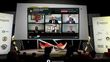 Virada da Consciência Negra 2020 foi virtual por causa da pandemia - Os organizadores montaram eventos para discutir os problemas e as vitórias pela valorização no negro no Brasil. George Floyd, que morreu asfixiado por um policial branco nos EUA, levantou o debate sobre a violência contra negros no mundo.