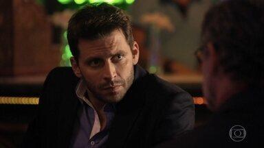 Duque conversa com Cassiano sobre as motivações de Alberto - Samuca pede que Ester não prejudique Cassiano