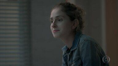 Ivana apoia Cláudio em sua recuperação - Joyce critica a falta de vaidade da filha e implica com Ritinha