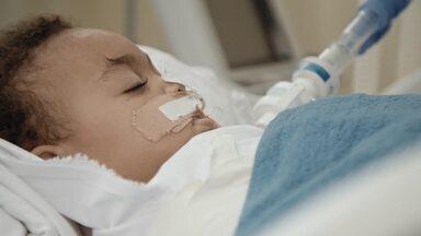 Crianças Em Risco - Dra. Raquel, pediatra intensivista, coordena as ações na UTI Pediátrica para COVID do Pedro Ernesto. Ali, um bebe é internado às pressas com síndrome respiratória aguda.