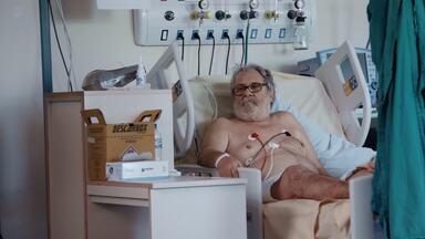 A Nova Onda - Fyllypy, um jovem de 23 anos, asmático, chega entubado e com um quadro muito complicado. Na DIP, Flávio está triste pelo tempo de internação, mas logo receberá boas notícias.