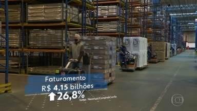 Pandemia faz maioria das compras da Black Friday migrar para a internet - Vendas on-line disparam, mas movimento ainda nas lojas surpreende.