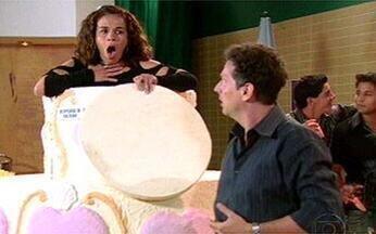"""Surpresa! Veja as melhoras """"saídas de bolo"""" da ficção! - O Video Show pega carona na idéia de Débora, em Malhação, e relembra outros casos antológicos."""