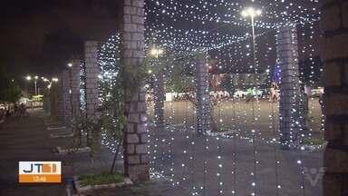 Guarujá oferece iluminação especial para o fim de ano - Ruas e praças da cidade estão enfeitadas.