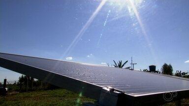 Produção de energia solar ganha espaço no centro-oeste paulista - A produção de energia solar em 2020 teve uma alta de 140% comparação com o mesmo período do ano passado em todo o estado de São Paulo. E essa tecnologia de energia limpa também vem ganhando cada vez mais espaço na região.