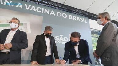 Prefeitos gaúchos assinam protocolo de intenção de compra da vacina coronavac - Medida é uma alternativa caso o Ministério da Saúde não faça uma campanha nacional.