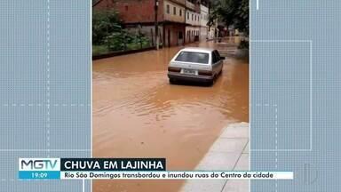 Rio São Domingos transborda em Lajinha e inunda ruas do Centro - Situação foi registrada na manhã desta quinta-feira (10).