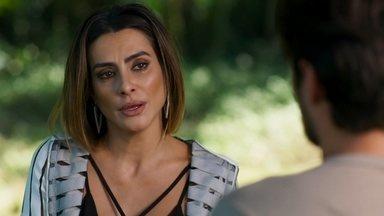 Tamara se emociona ao receber o perdão de Fabinho - Depois de se desculpar com Fabinho, Tamara recebe o perdão do rapaz