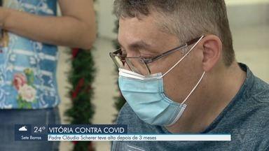 Padre Cláudio Scherer vence a Covid-19 e recebe alta depois de 3 meses - Religioso desenvolveu quadro mais grave da doença causada pelo novo coronavírus e chegou a ficar entubado.