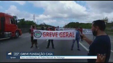 Funcionários da Fundação Casa entram em greve e protestam - Eles ocuparam uma faixa da Rodovia Padre Manoel da Nóbrega em São Vicente.