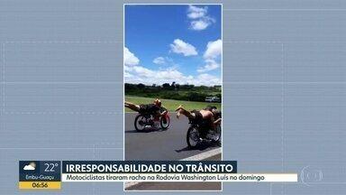Motociclistas tiram racha deitados na moto em rodovia do interior - Dois deles foram presos após a corrida proibida na Rodovia Washington Luís, em Catanduva
