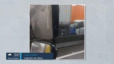 Engavetamento entre cinco veículos deixa uma pessoa ferida na Rodovia Anchieta - Acidente aconteceu na altura de Cubatão.