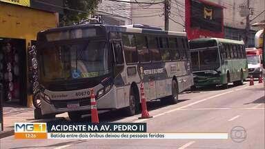 Batida entre dois ônibus deixa dez pessoas feridas - Acidente foi ontem à tarde na Av. Pedro II.