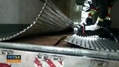 Droga é encontrada em caminhão frigorífico em Cascavel - Segundo a PRF, quase uma tonelada de maconha estava no caminhão.