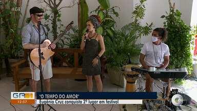 Cantor Eugênio Cruz celebra conquista de canção no 2º lugar no festival Edésio Santos - O artista se apresenta no GR1 com a participação da cantora Fernanda Luz.