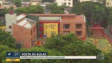 Prefeitura de Belo Horizonte começa a decidir sobre volta às aulas presenciais - Reunião foi de portas fechadas e conteúdo, não divulgado.