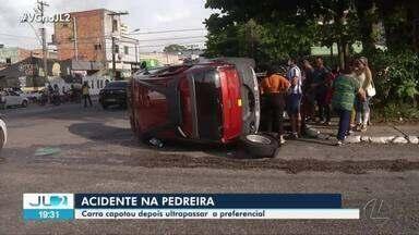 Carro capota após ultrapassar preferencial na Pedreira - Carro capota após ultrapassar preferencial na Pedreira