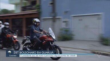 Presidente Bolsonaro sai de moto e percorre alguns pontos de Guarujá - Bolsonaro passou pela praia e cumprimentou moradores e apoiadores.