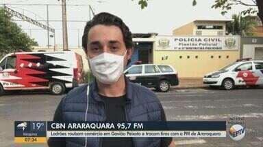 Assaltantes roubam comércio em Gavião Peixoto e trocam tiros com a PM de Araraquara - Milton Filho, da CBN Araraquara, tem mais informações.