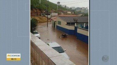 Chuva derruba barranco e causa alagamentos em cidades do Sul de Minas - Chuva derruba barranco e causa alagamentos em cidades do Sul de Minas