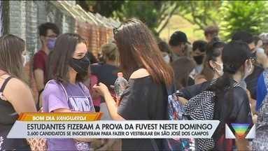 Estudantes fazem prova da Fuvest na região - 3,6 mil candidatos se inscreveram para fazer a prova em São José