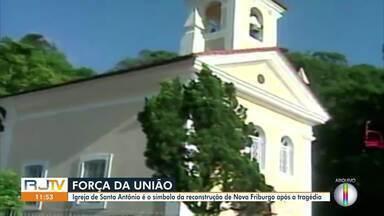 Igreja de Santo Antônio é o símbolo da reconstrução de Nova Friburgo após tragédia - Praça e igreja ficaram completamente cobertos de lama.