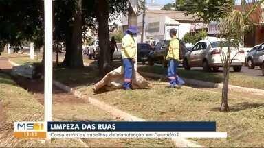 Equipes fazem trabalho de limpeza nas ruas de Dourados - MS1
