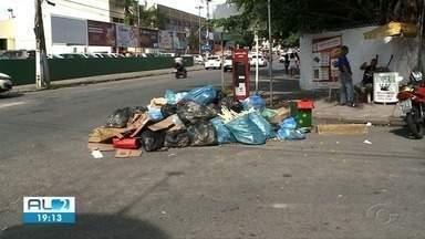 Moradores de Maceió reclamam de atraso na coleta de lixo - Sujeira acumulada prejudica também comerciantes.