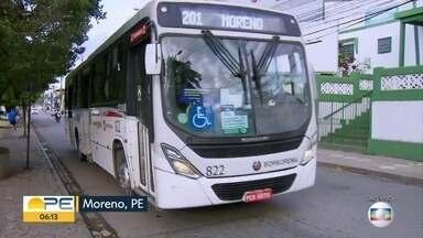 Moradores de Moreno relatam dificuldades com transporte público - Ônibus lotados e passageiros sem máscara fazem parte da rotina, segundo quem mora na cidade.