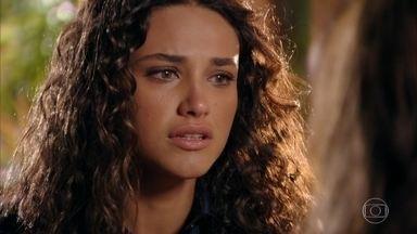 Taís avisa aos pais que Cassiano sofreu um acidente - Ela corre para avisar aos pais. Chico acusa Alberto