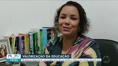 Professora de Barra Mansa desenvolve projeto de criação de perfumes - Educadora ensinou os alunos a criarem suas próprias fragrâncias. Com a iniciativa, ela conquistou o primeiro lugar na Feira Brasileira de Ciências.