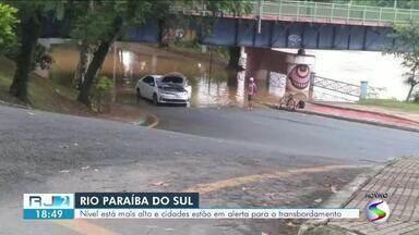 Cidades estão em alerta com risco de transbordamento do Rio Paraíba do Sul - Rio, que corta 13 municípios da região, está mais alto do que o normal por conta das chuvas dos últimos dias.