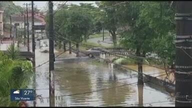 Ruas de São Vicente alagam após chuva - Cidade teve pontos de alagamento por causa de temporal.