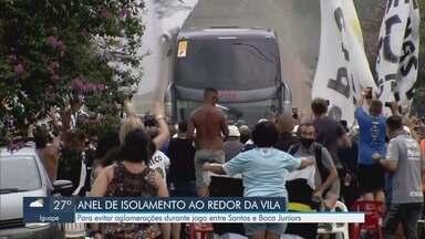 Vila Belmiro tem anel de isolamento para afastar torcedores durante jogo pela Libertadores - Santos e Boca Juniors se enfrentam em semifinal pela Copa Libertadores.