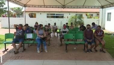 UPA da Sobral monta tenda para evitar aglomeração na unidade - UPA da Sobral monta tenda para evitar aglomeração na unidade
