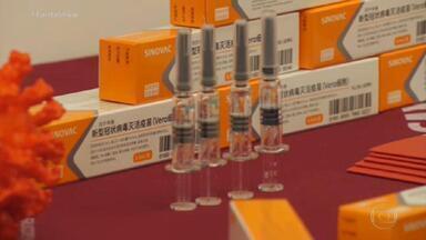 Governo vai começar a distribuir as vacinas contra Covid nesta segunda (18), diz Pazuello - Segundo o ministro da Saúde, Eduardo Pazuello, todos os estados receberão os imunizantes e a previsão é que a vacinação comece na próxima quarta-feira (20).