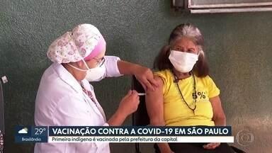 Indígenas são vacinados em aldeias de São Paulo - Pelo menos 1.700 indígenas vão receber as doses da Coronavac nesta primeira fase. Mas Sindicato Nacional dos Aposentados entra na justiça cobrando informações sobre imunização.