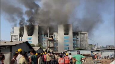 Cinco morrem em incêndio no Instituto Serum, na Índia, maior fabricante de vacinas do mundo - O incêndio foi em um prédio em construção e não atingiu o estoque nem a produção de vacinas contra a Covid-19.