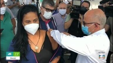 Acompanhe a vacinação no Brasil - País tem apenas 12,8 milhões de doses até o momento